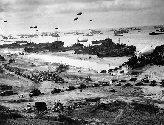 Geallieerden op Omaha Beach, 6 juni 1944 – Foto: United States Coast Guard