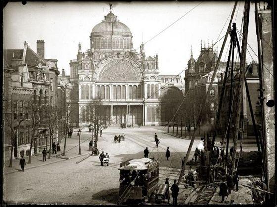 18 april 1929 - Paleis voor Volksvlijt wordt door brand verwoest