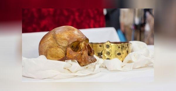 Schedel en kroon van Erik IX van Zweden (Universiteit van Uppsala)