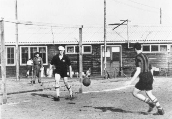 Voetballen in Kamp Westerbork (Herinneringscentrum Kamp Westerbork)