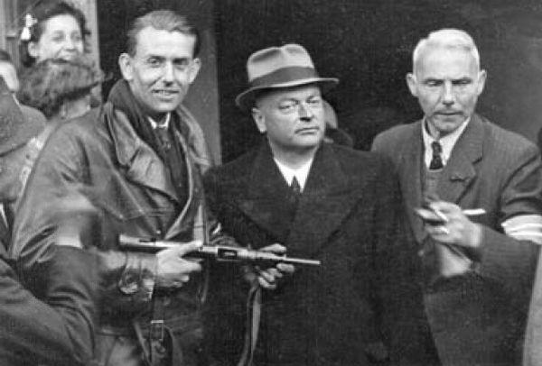 Arrestatie van Anton Mussert, 1945