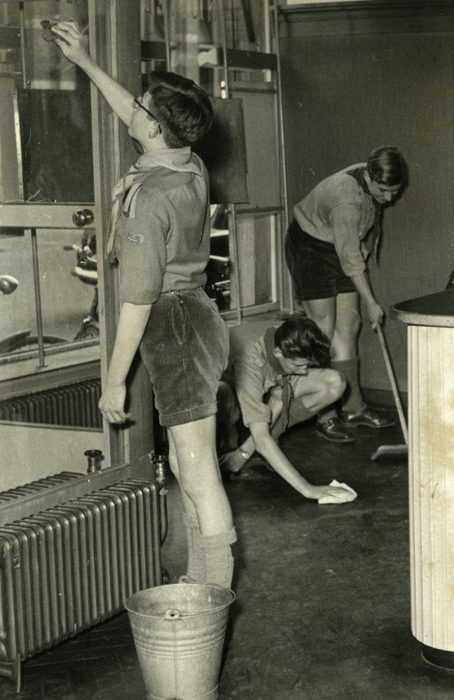 Heitje voor een karweitje, 1956 -  Foto: Arnhemse Courant. (1583-8368)
