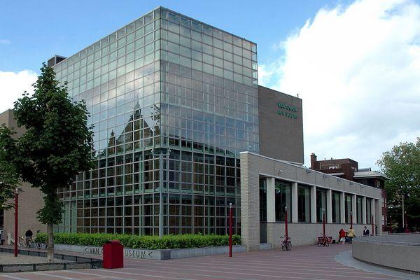 Van Gogh Museum in Amsterdam - cc