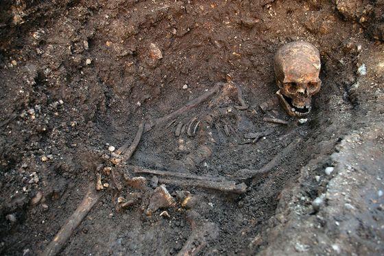 Resten van Richard III zoals die onder de parkeerplaats aangetroffen werden - Afb: Antiquity
