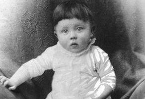 Adolf-Hitler-als-baby.jpg