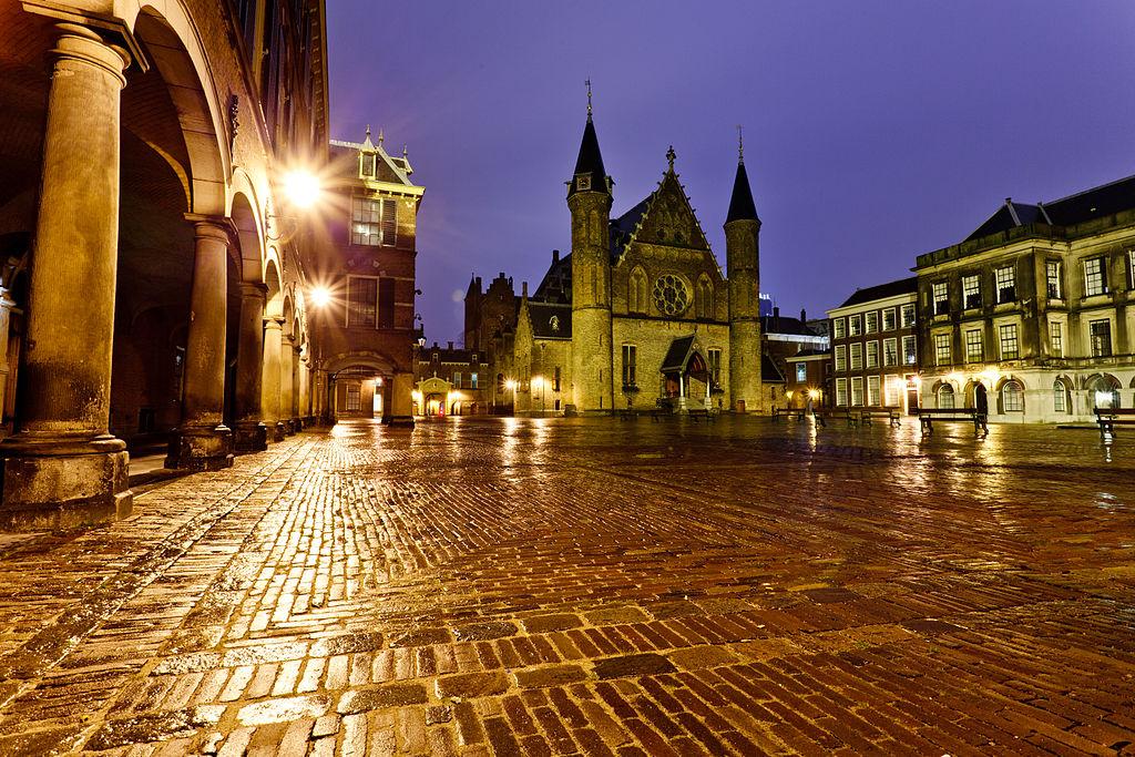 Binnenhof (cc - Sander van der Wel)