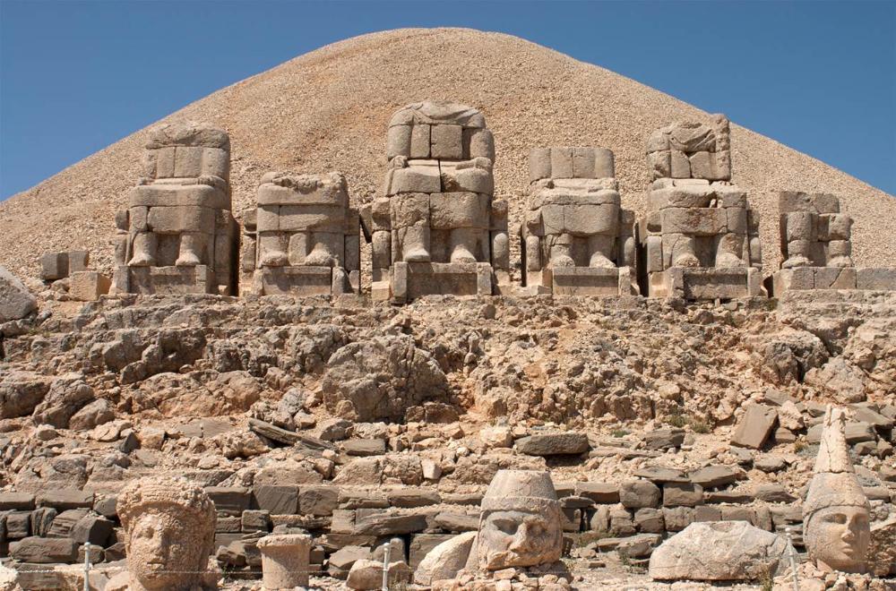 Nemrud Dağı - Kolossale beelden op een koninklijk grafheiligdom