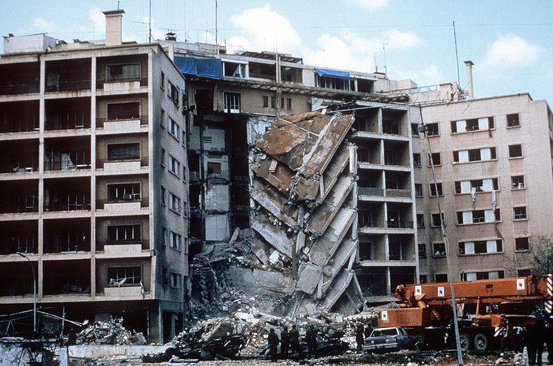 Amerikaanse ambassade in Beiroet na een terroristische aanslag in 1983 - cc