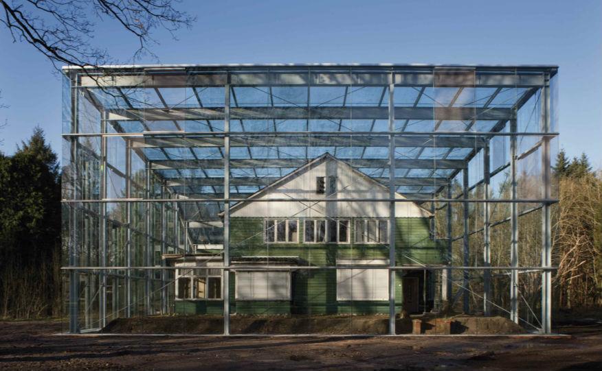 Glazen stolp om de commandantswoning (Westerbork)