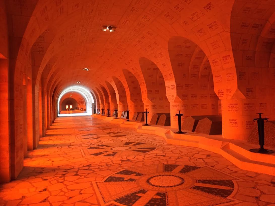 Binnenkant van het ossuarium - Jurriaan Rigter