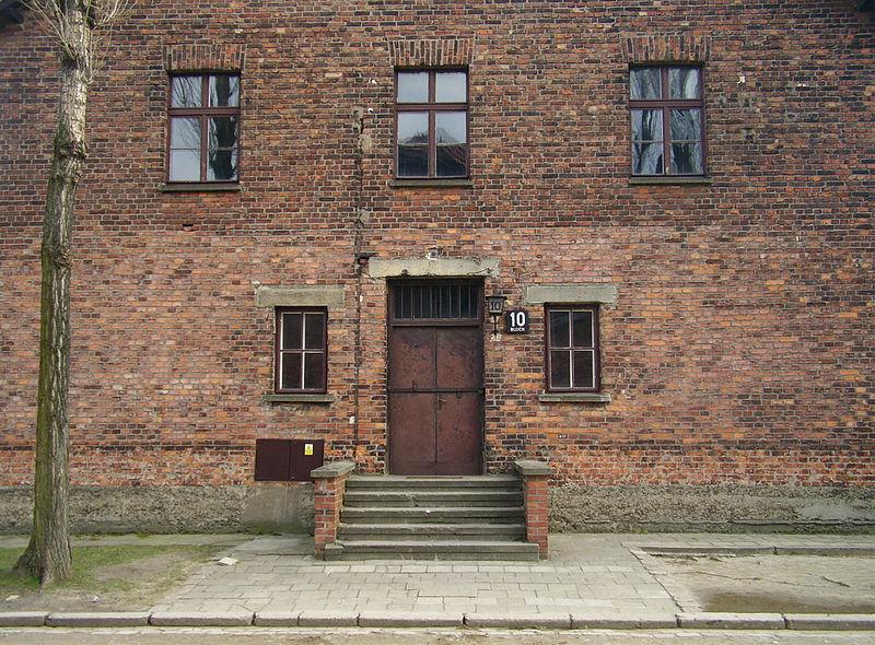 Blok 10 in Auschwitz, waar Mengele zijn medische experimenten uitvoerde - cc