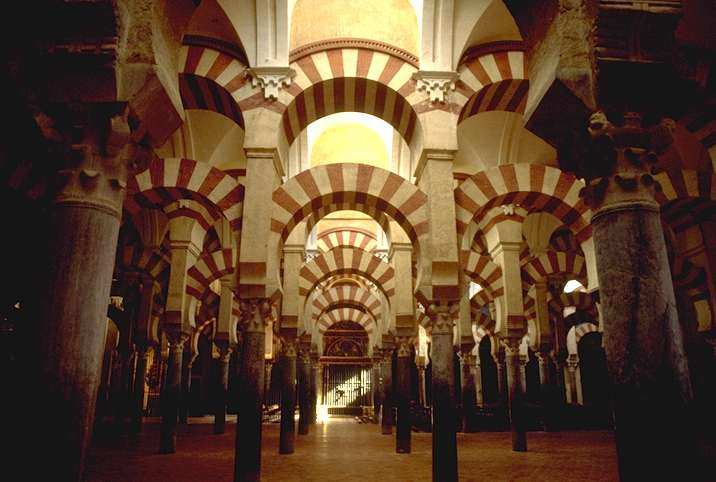 Het interieur van de Grote Moskee van Córdoba