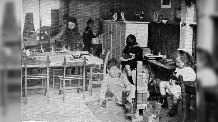 Eerste Montessorischool in Nederland. Den Haag 1915 (Wiki)