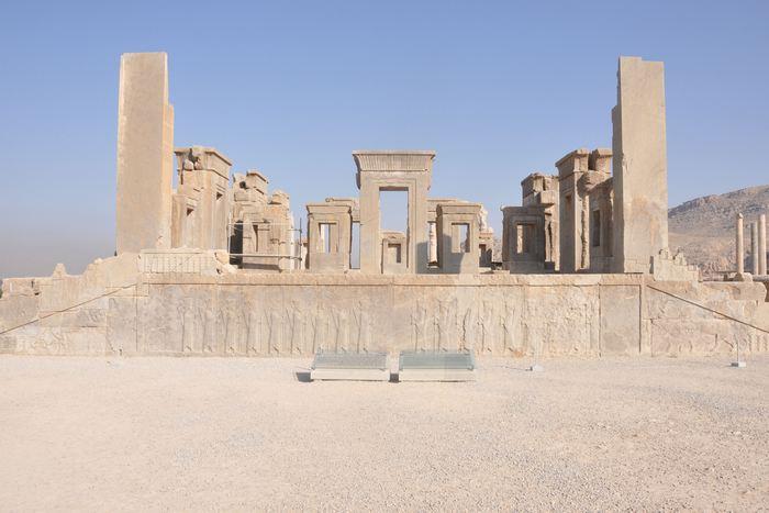 Het paleis van Darius: de houten en lemen delen zijn vergaan, maar er is geen feitelijke schade. Zelfs de deurknoppen zijn teruggevonden.