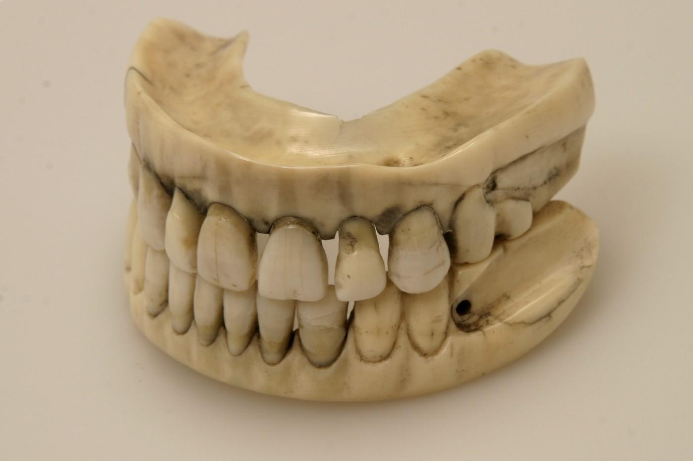 Waterloo-tanden (Uit: Onze Slag bij Waterloo - Louis Sloos)