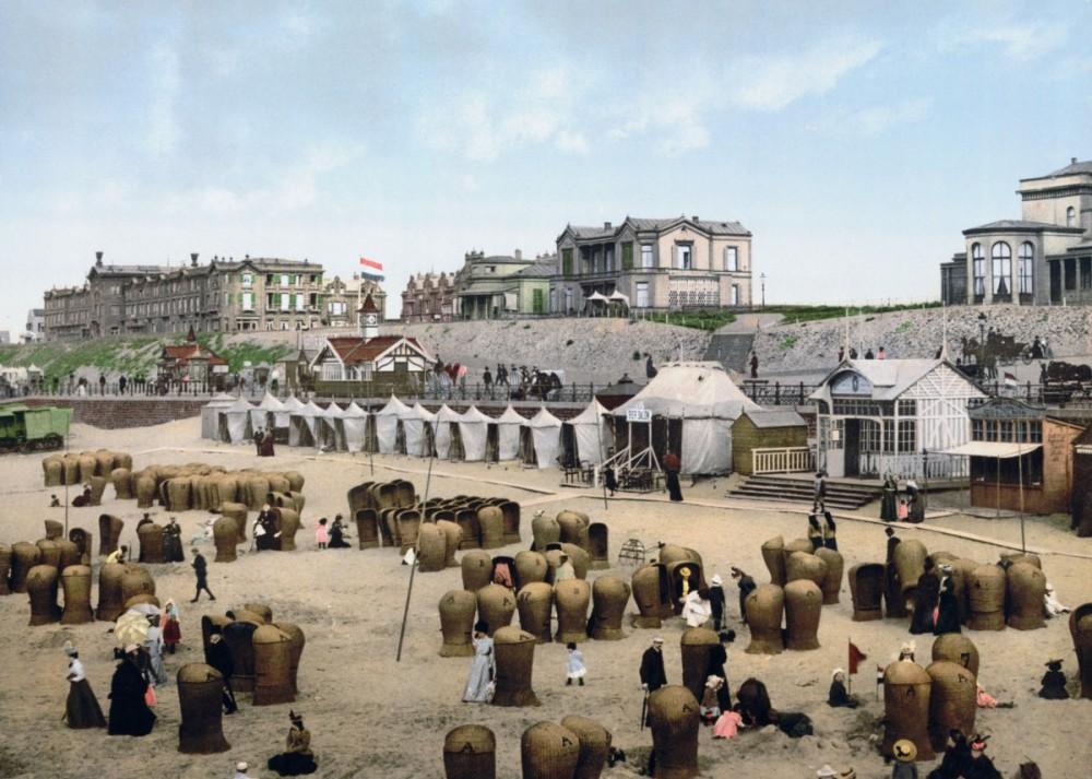 Het strand van Scheveningen in 1900