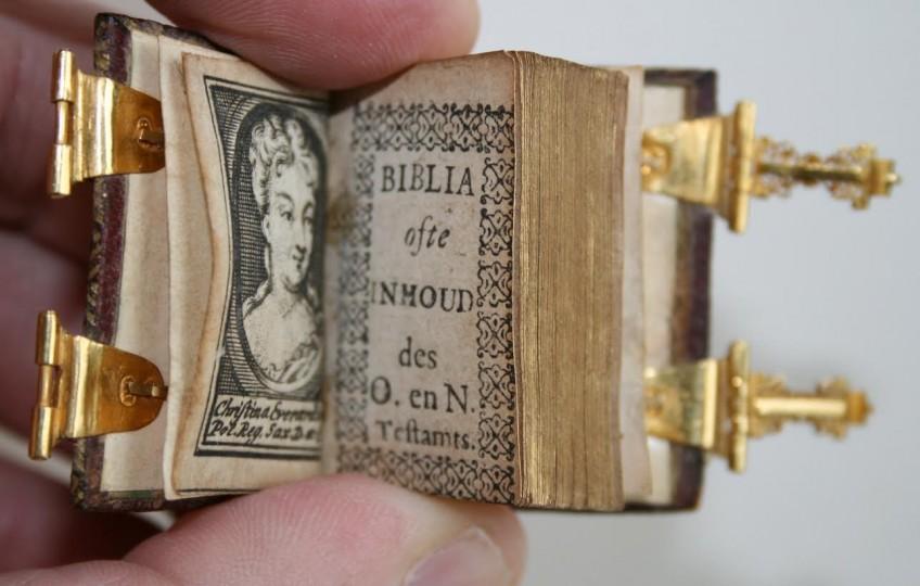 Miniatuurbijbel uit 1719