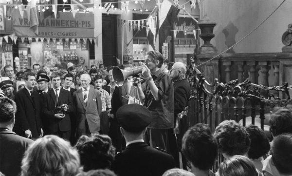 Bert Haanstra tijdens de opnames van de film 'De Zaak M.P.', 1960 (cc - NA - Anefo)