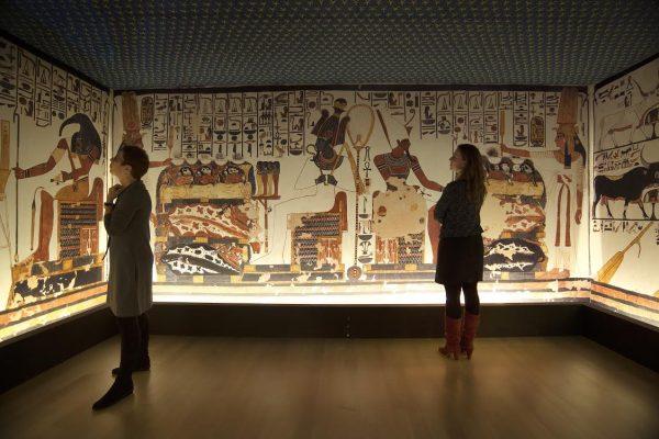 De 1 op 1 nagebouwde grafkamer van Nefertari in het Rijksmuseum van Oudheden. Foto Rob Overmeer.