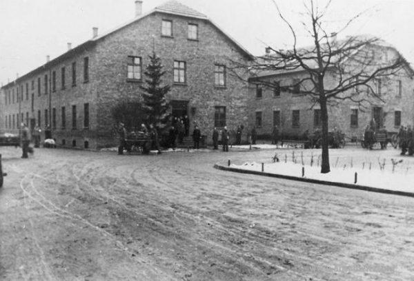Kerstboom in het Stammlager Auschwitz I. (Staatsmuseum Auschwitz-Birkenau)