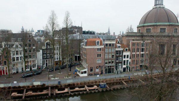 Deel middeleeuwse stadsmuur Amsterdam ontdekt (Gemeente Amsterdam)