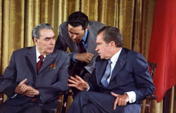 De detente zorgde voor verschillende ontmoetingen tussen vertegenwoordigers van de NAVO en het Warschaupact - cc
