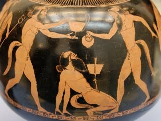 Dronken satyrs op een Attische roodfigurige vaas. 500-490 v.Chr. British Museum.