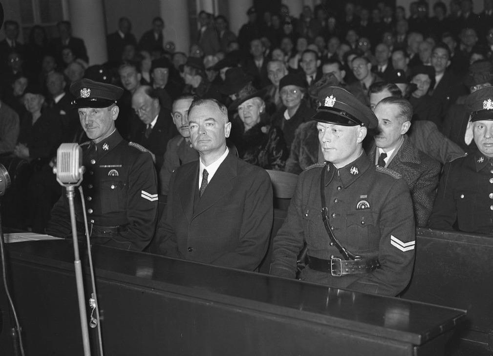 Anton Mussert in de beklaagdenbank tijdens zijn proces, 27 november 1945