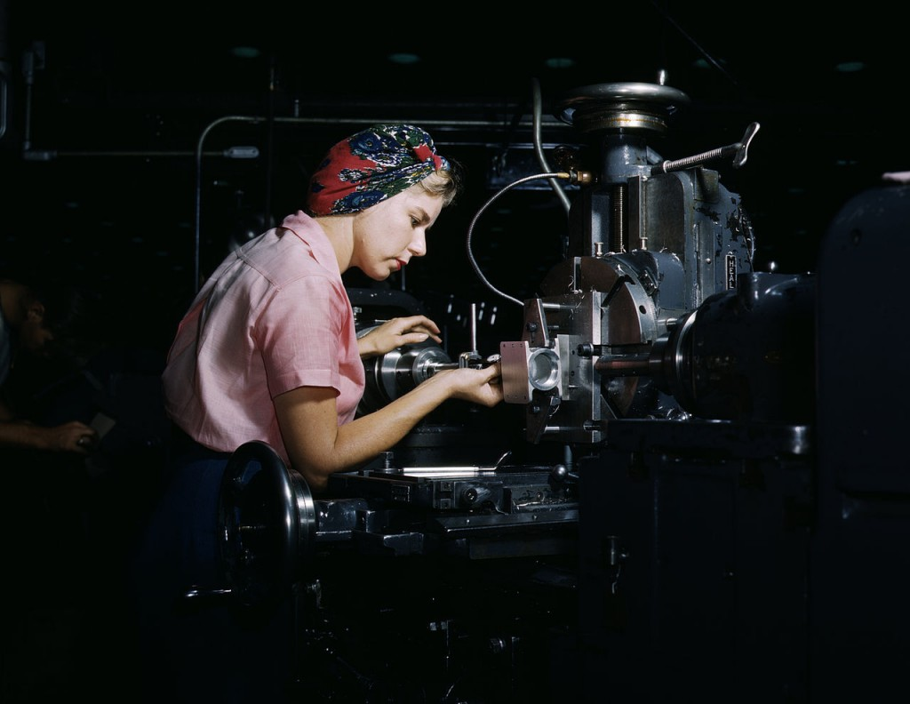 Rosie in een vliegtuigfabriekk