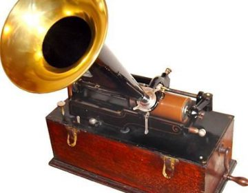 Fonograaf van Edison (CC BY-SA 3.0 - Norman Bruderhofer - wiki)