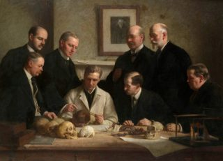 De Piltdownmens met een aantal van zijn belangrijkste onderzoekers