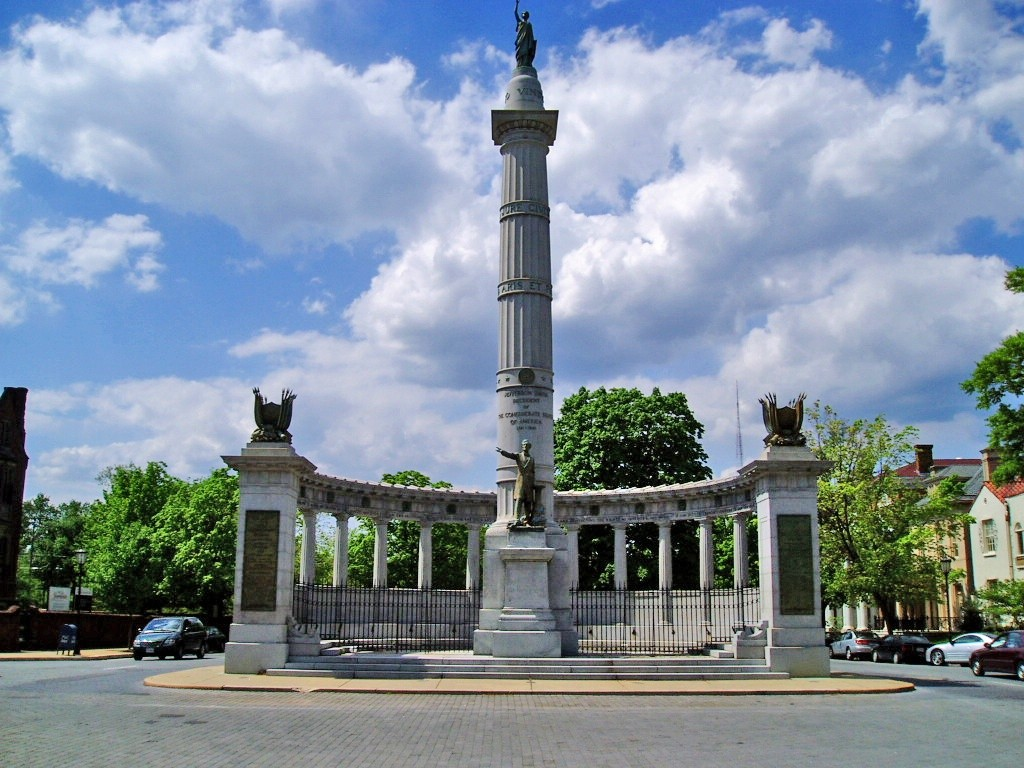 Monument ter ere van Jefferson Davis op Monument Avenue in Richmond, Virginia.