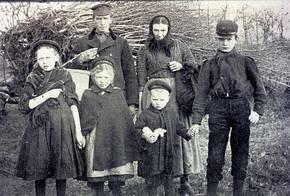 Gezin na aankomst in de vrije kolonies (foto Museum De Koloniehof)