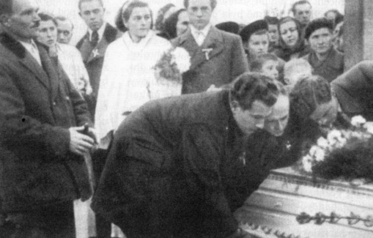 Foto gemaakt tijdens de begrafenis van Jan Opletal (Publiek Domein - wiki)