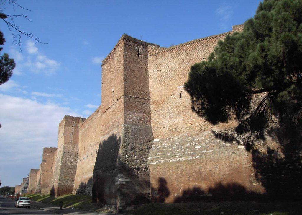 Deel van de Aureliaanse Muur, tussen de Porta Ardeatina en de Porta San Sebastiano.