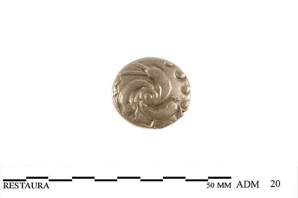 Voorzijde (bolle zijde) van een gouden Eburonenstater met zonnesymbool, 50 v.Chr.