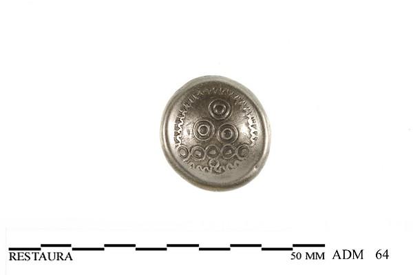 Keerzijde (holle zijde) van een zilveren Triquetrum munt van de Bataven met concentrische ringen in piramide omgeven door lauwerkrans, 50 v.Chr
