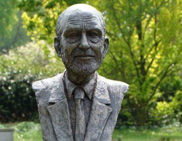 De buste van Max Douwes in zijn geboorteplaats Klijndijk (cc - Richard Broekhuijzen)
