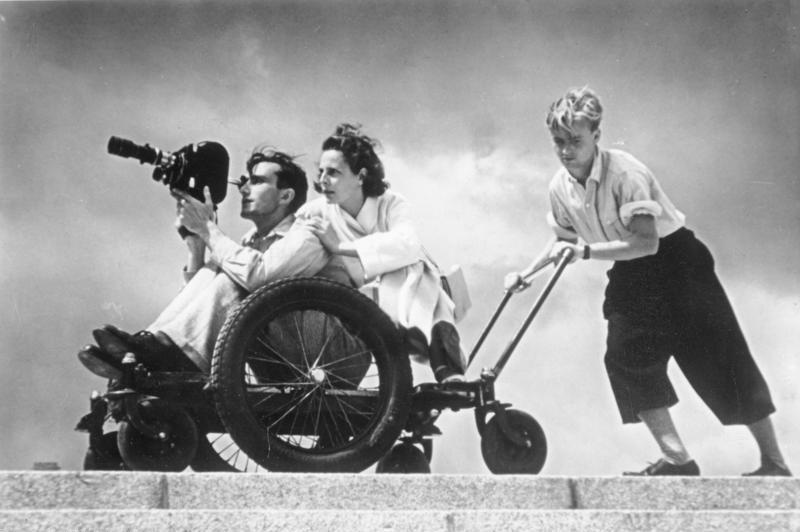 Leni Riefenstahl tijdens de opnames van Olympia (cc - Bundesarchiv)