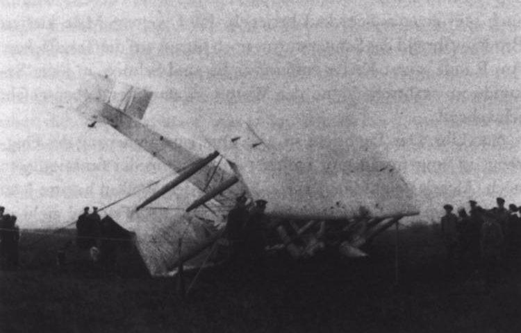 John Alcock en Brown na de landing in Ierland.