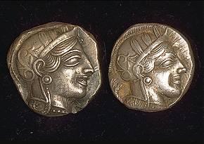 Willekeurige foto van twee oude Griekse munten