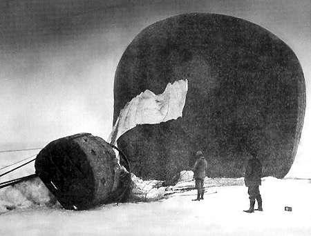 Foto van de Örnen kort nadat deze was neergestort. Gemaakt door Nils Strindberg