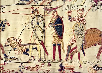 Op dit deel van het beroemde Tapijt van Bayeux is vermoedelijk te zien hoe koning Harold II van Engeland (links) sneuvelt tijdens de Slag bij Hastings.