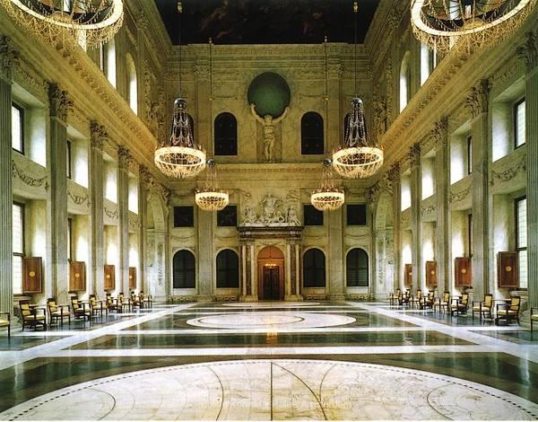 De centraal in het paleis gelegen Burgerzaal. Bron: Stichting Koninklijk Paleis Amsterdam
