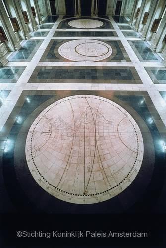 Vloer van de Burgerzaal. Naar kaarten uit 1648 van Joan Blaeu. Bron: Stichting Koninklijk Paleis Amsterdam