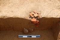 Romeinse dakpannen gebruikt als fundament van een middenstaander (Foto: VIOE)