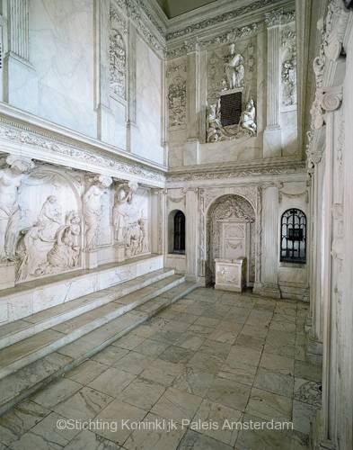 De Vierschaar. De rijk gedecoreerde zaal waar in de zeventiende eeuw ten overstaan van de bevolking de doodstraf werd uitgesproken. Bron: Stichting Koninklijk Paleis Amsterdam