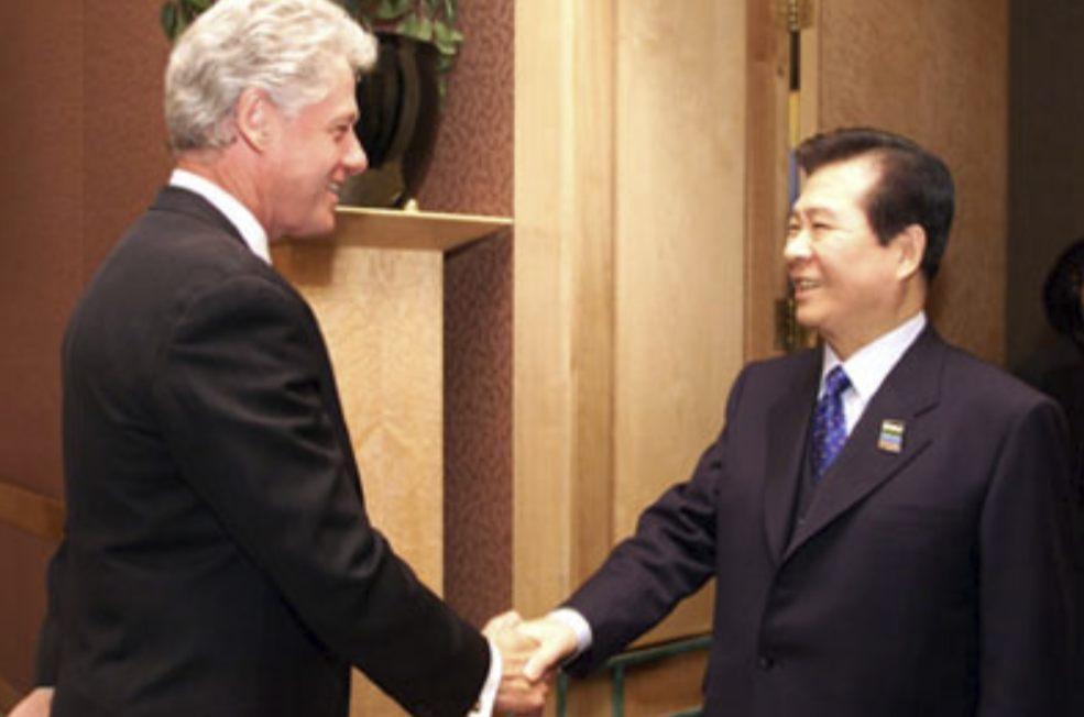 Kim Dae-jung en president Bill Clinton in 1999 (Publiek Domein - wiki)