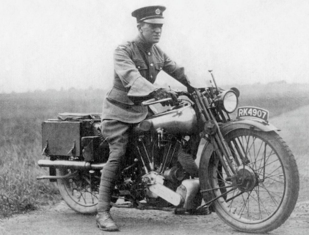 Lawrence of Arabia op een Brough Superior-motorfiets (Publiek Domein - wiki)
