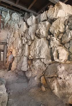 3700 jaar oude muur ontdekt in Jeruzalem
